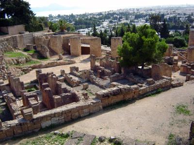 Развалины финикийского квартала на холме Бирса