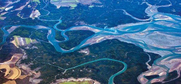 Меандрирующая (петляющая) равнинная река