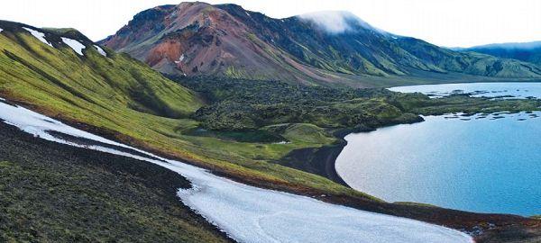 Озеро в кратере древнего вулкана в Исландии