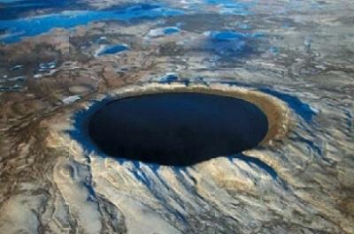 Озеро в метеоритном кратере