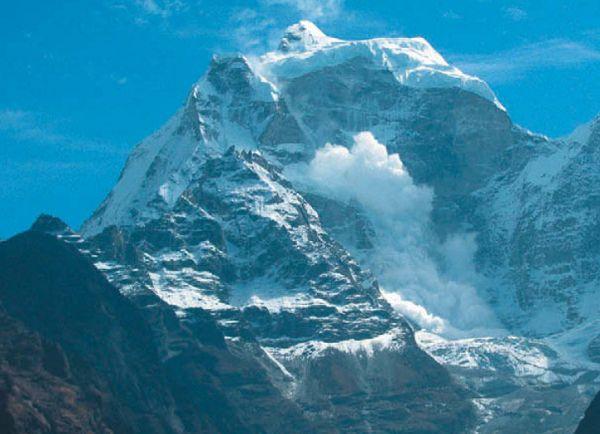 Лавина с вершины Гималайских гор