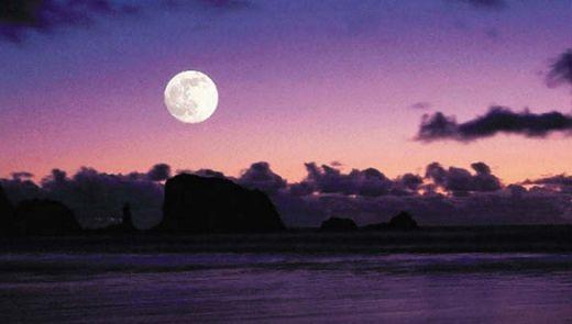 Луна влияет на приливы и отливы на Земле