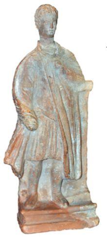Греческий гоплит в плаще поверх панциря