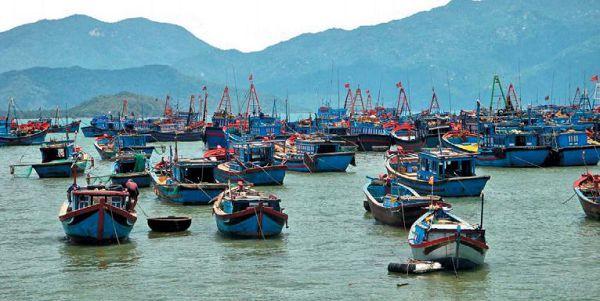 Рыболовные суда в Южно-Китайском море у берегов Вьетнама