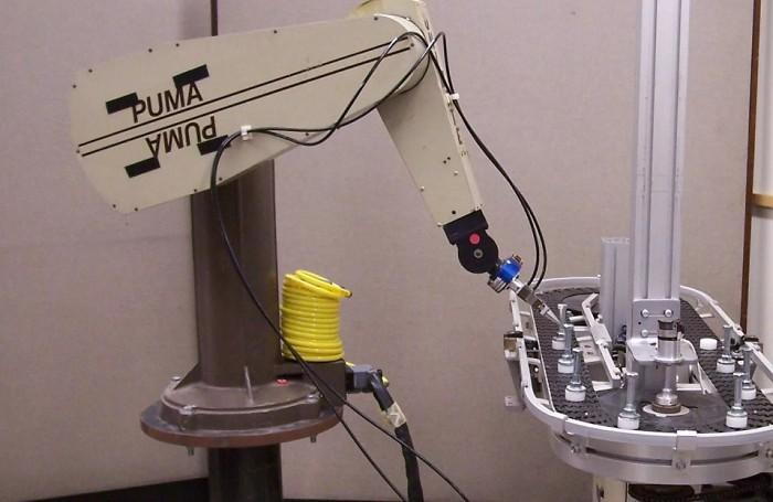 Робот PUMA 200