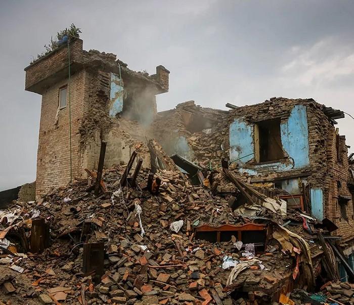 Разрушения после сильного землетрясения