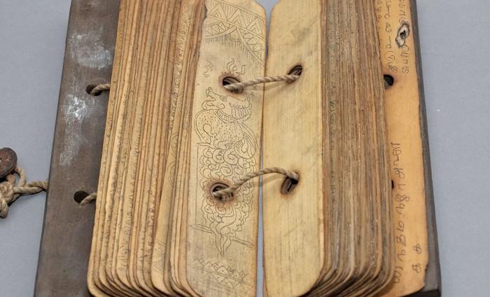Индийская книга из листьев пальмы