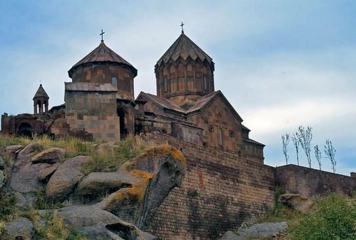 Армянский монастырь на берегу Иссык-Куля