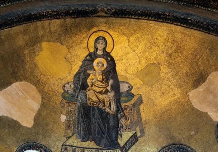 Богоматерь с младенцем Иисусом. IX в. Мозаика в храме Святой Софии, Стамбул