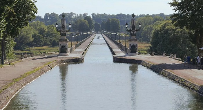 Бриарский акведук
