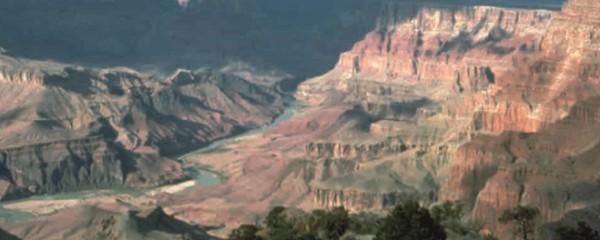 Каньон на плато Колорадо: твердые горные породы «пропилила» река