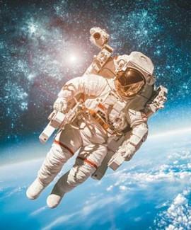 Астронавт в околоземном пространстве