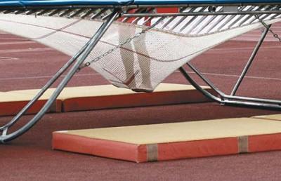 Энергия, необходимая для прыжка, запасается в растянутых пружинах батута
