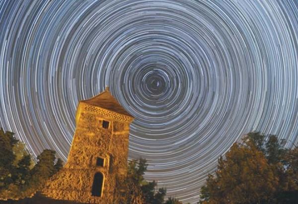 Фотография ночного неба с длительной выдержкой