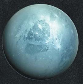 Атмосфера малой планеты Плутон голубого цвета