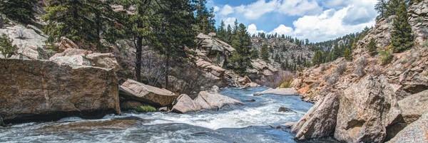 Река всегда течет с высокого участка на низкий