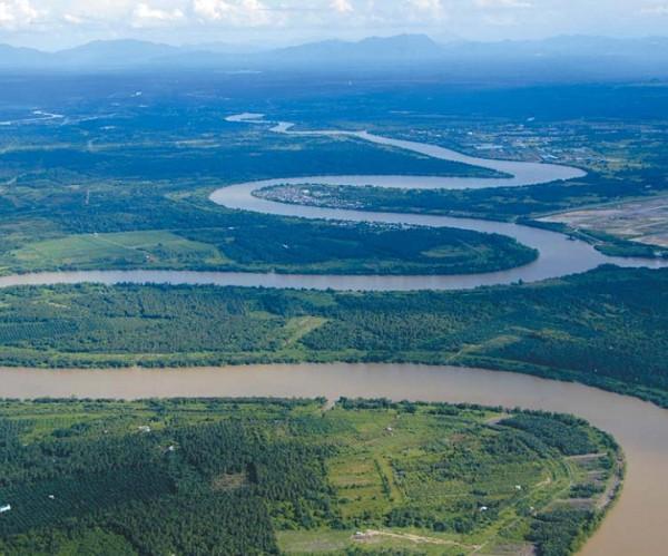 Русла рек обычно имеют сложную извилистую форму