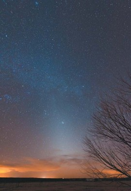 Зодиакальный свет после захода Солнца
