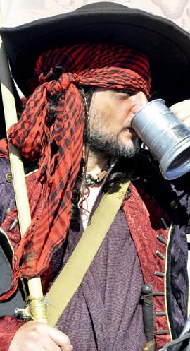 Настоящие пираты вполне могли носить красные платки