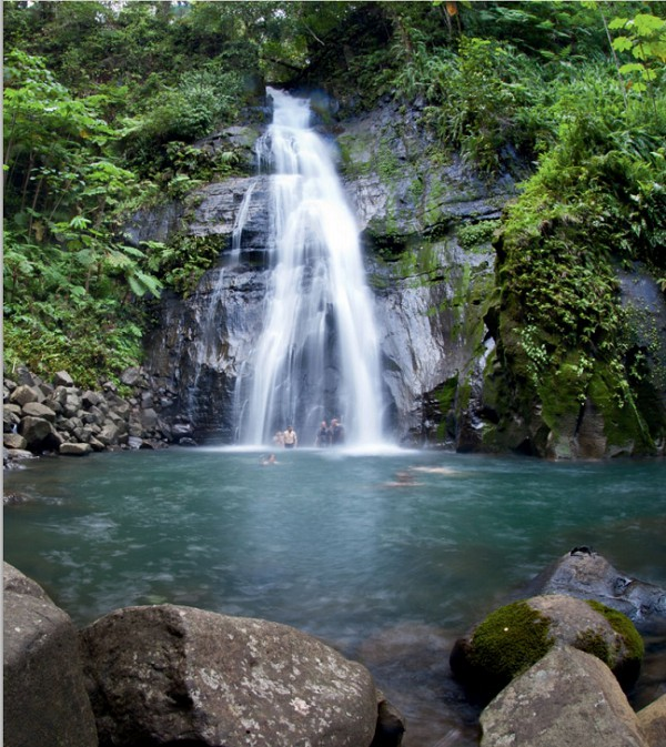 Водопад на острове Кокос