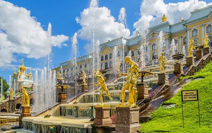 Великолепные фонтаны Петергофа