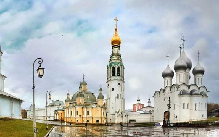 Вид на Вологодский кремль ранней весной