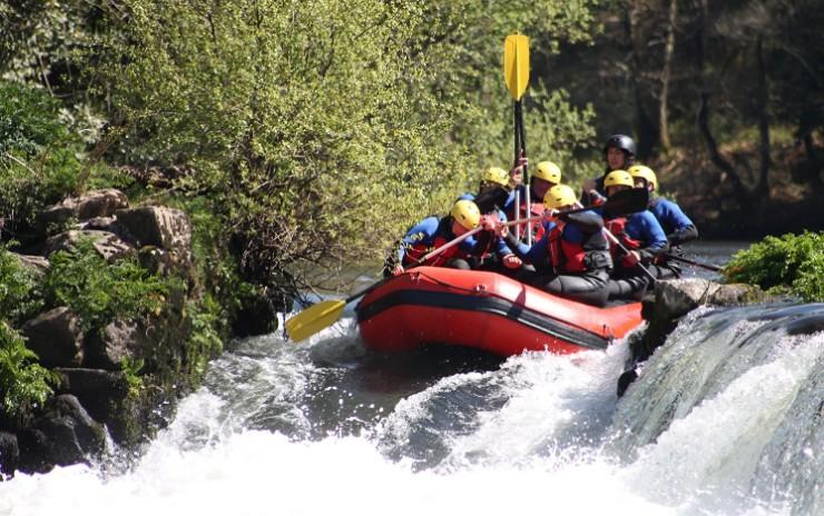 Бурные воды карельских рек привлекают любителей экстремальных видов спорта