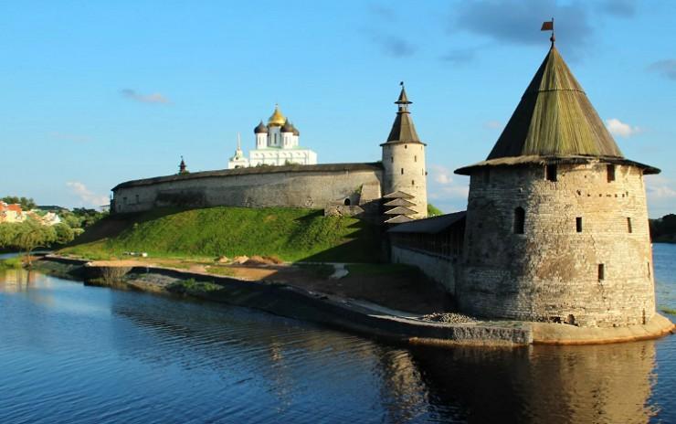 Стены средневекового Псковского кремля