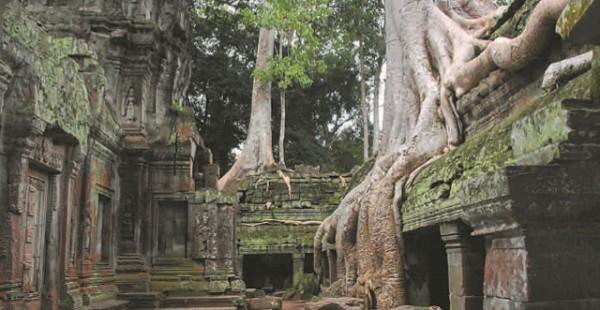 Руины средневекового города кхмеров Ангкора