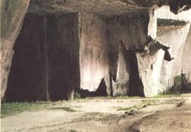 В каменоломнях Сиракуз погибло много афинян<