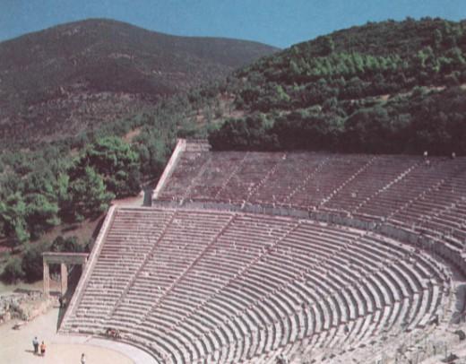 Ряды сидений театра Эпидауруса на Пелопоннесе