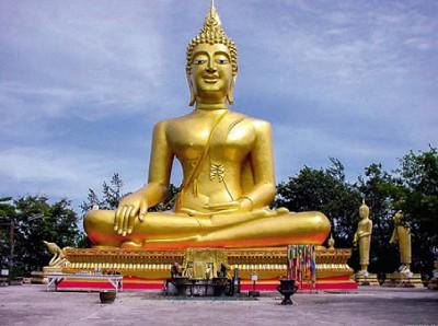 Золотая статуя будды в Таиланде