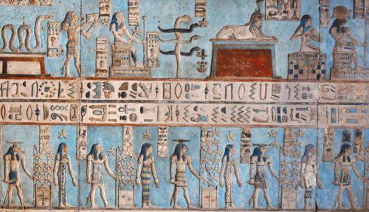 Цветной барельеф на потолке храма богини неба Хатхор