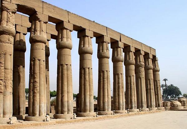 Колонны храма в Луксоре