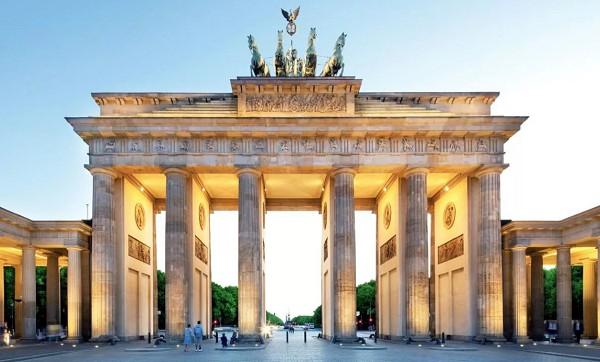Бранденбургские ворота. Берлин. Германия. XVIII в. Архитекторы: К. Г. Лангганс, И. Г. Шадов