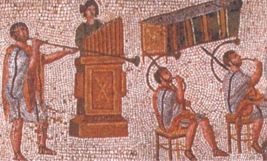 музыканты во время представлений в амфитеатре