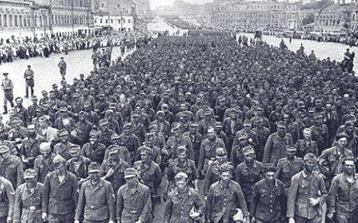 Колонна немецких солдат