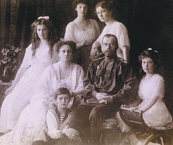 Николай II со своей семьей