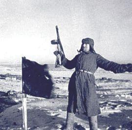 Победный флаг на вершине Мамаева кургана