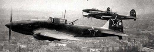 Советские штурмовики Ил-2 над Берлином. 1945 г.