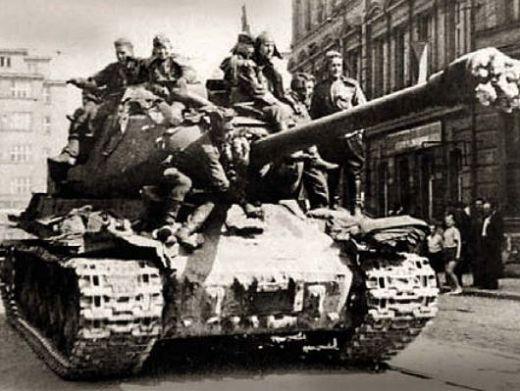 Советские танки в Праге. Май 1945 г.